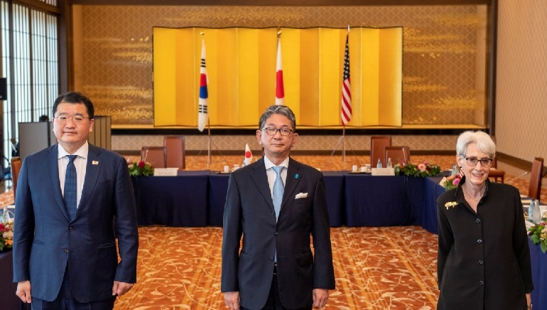 Japan, the United States, South Korea reaffirm cooperation on North Korea